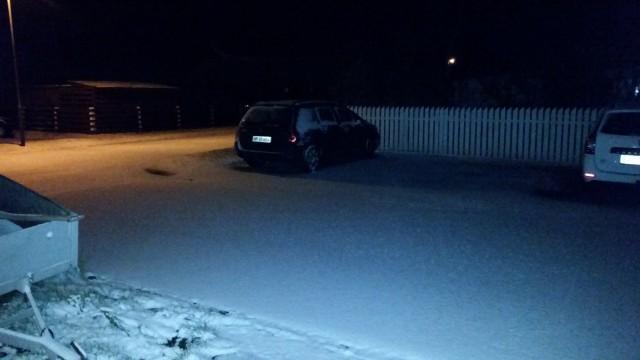 sneen ligger fint hen over jorden