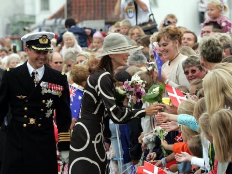 Frederik og Mary ankommer til Odense